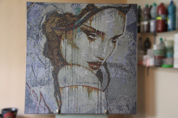 """Mozaika """"Nostalgia"""", 134 x 134 x 3cm, waga 20kg, zdjęcie w pracowni"""